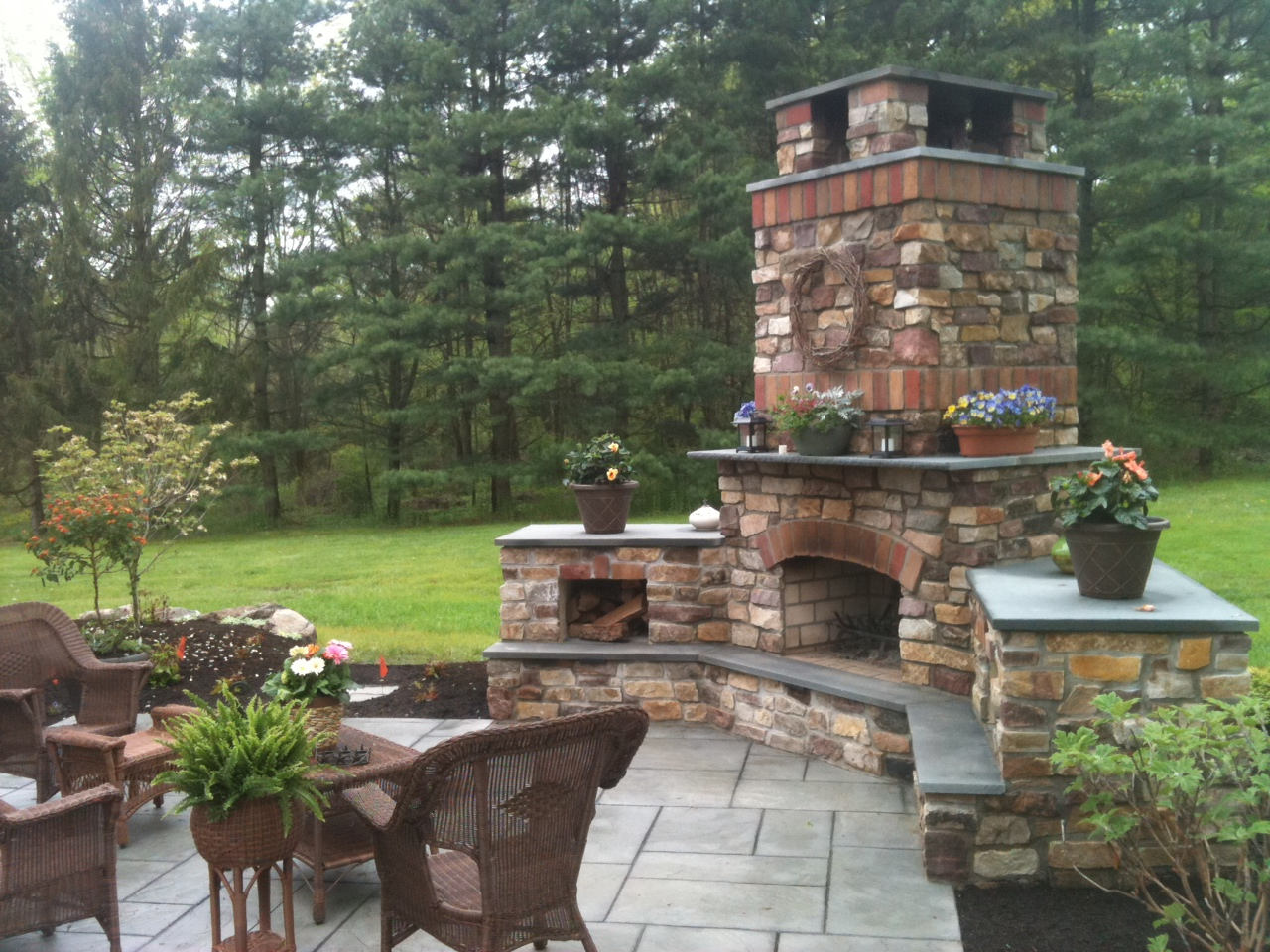 Outdoor fireplaces the earthscape company for Outside landscape design